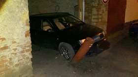 Zfetovaný šílenec ujížděl policii z Prahy až do Brázdimi. Rozjel to i na 200 km/h!