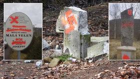 Noční útok vandala: Poničil pomník zavražděných na Děčínsku! Tím ale neskončil