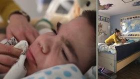 """Viktor (15) se neusmívá a zapomněl i kašlat. """"Chceme, aby dožil důstojně,"""" říká maminka"""