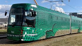 Brno vypustilo do ulic zeleného Draka: První zcela klimatizovaná tramvaj vyjela na koleje