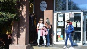 Hrozba koronaviru v Praze 6: Městská část to vzala z gruntu, dezinfikuje všechny své školy a školky