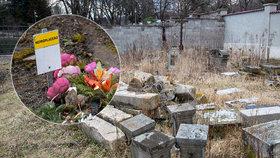 Urny a náhrobky vylekaly muže na procházce: Nikdo neví, kde se tam vzaly!