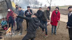 Přetahování o 35 tisíc migrantů: Turecko povolalo 1000 policistů, běžence vytlačí do Řecka