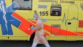 Pátá oběť koronaviru v Česku. Dědečka (†88) nakazila rodina, umřel doma