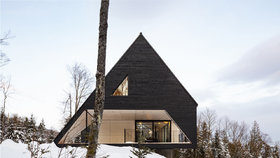 Krása! Horská chata připomíná loď plující v moři sněhu