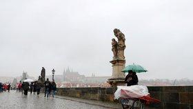 Zahraniční turisté se do Prahy nepohrnou. Magistrát začne ve velkém zvát ty české