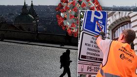 Praha zavřela registr vozidel, modré zóny neplatí. Provoz omezily i úřady městských částí