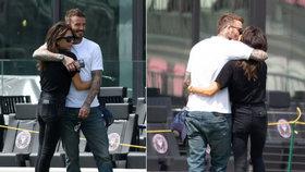 Manželská krize Beckhamových zažehnána? Intimní doteky a líbání na veřejnosti!