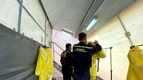 Pět pražských hasičů je infikovaných: Desítky jsou jich v karanténě
