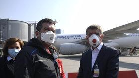 """Zavřené hranice: Čechům nejdřív uvolní létání? Hamáček o dovolených i srovnání s """"totáčem"""""""