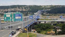 Stavby silnic zrychlí. Senátoři kývli na novelu zákona, chybí jen podpis Zemana