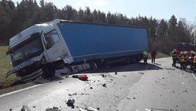 Tragická nehoda na Rokycansku: Řidič (†41) se na dálnici srazil s pracovním strojem, na místě zemřel