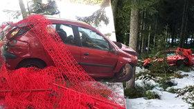 Nuda v karanténě? Na Klínovci někdo autem sjížděl černou sjezdovku. Po havárii zmizel