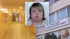Novopečená maminka zemřela těsně po porodu: Lékaři zde v nemocnici nenosí ani roušky!