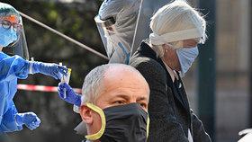 """Češi se promořují už teď, tvrdí expert. Doktoři varují před """"obrovskými ztrátami na životech"""""""