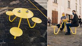 Vychytávka jako Brno: Speciální stolek pro tři, který dovolí dvoumetrové rozestupy