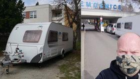 Manželé Gasnárkovi se vzdali vlastního karavanu: Nemocnice v něm ubytovala sestřičku