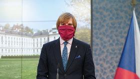 Vojtěch otočil: Roušky povinně v celé ČR. Kde je musíme mít a kde platí 25 výjimek?