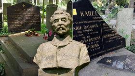 """Hrob """"zapadlého vlastence"""" Karla Václava Raise (†67) je rozbitý na střepy! Policie ví, kdo ho poničil"""