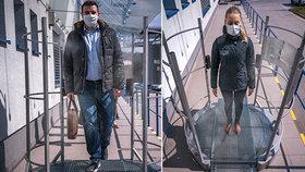 Slováci vyvinuli dezinfekční bránu: Očista v ní zabere jen pár vteřin