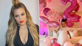 Roztomilá dcerka podváděné Kardashianky oslavila druhé narozeniny. Nevěrný tatínek pozvánku nedostal