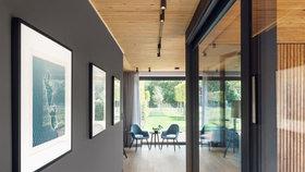 Pro odpočinek i práci!  Dům u jezera zdobí výrazný interiér se dvěma pracovnami