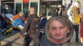VIDEO: Muž s nožem ohrožoval řidiče tramvaje, policisté ho střelili do stehna! Gauner řádil už předtím