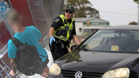Rande vyjde Australana draho. Porušil karanténu a teď mu hrozí vězení či milionová pokuta