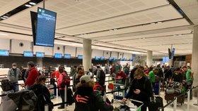 Poslední letadlo Čechů, kteří uvízli v cizině: Za letenku ministerstvu dali 18 tisíc