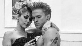 Manželství, nebo kopačky? Miley Cyrusová s partnerem se neshodnou na svatbě!