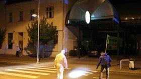 Útok nožem v Lysé nad Labem: Pachatel na útěku, v nemocnici skončil zraněný muž