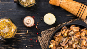 Žampiony na pánev: 3 rychlé pochoutky k obědu i večeři