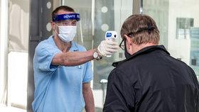 Jak se bude koronavirus v Česku dál šířit? Černý scénář pomůže odrazit i chytrá karanténa