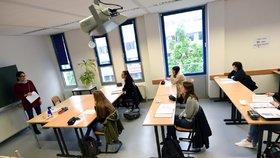 Zpátky do lavic: Dobrovolně se v Praze do školy vrátily dvě třetiny deváťáků. Jak výuka probíhá?