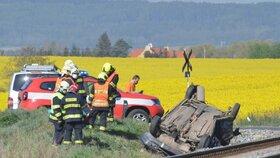 Otřesná tragédie: Při srážce vlaku s autem u Nýřan zemřely dvě děti (†5 a †17) i mladá žena