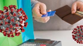 Obchody omezily kvůli koronaviru nákupy za hotové: Naučte se platit bezkontaktně