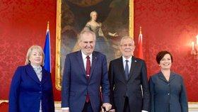 Rakouského prezidenta ve Vídni evakuovali, v sídle hlavy státu byla nahlášena bomba