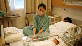 Nakažené ženy porodily přes 100 zdravých dětí. Gynekolog: Bojí se smrti, trpí úzkostí