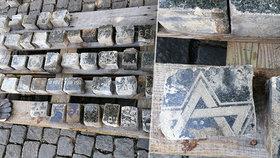 """Místo """"kočičích hlav"""" rozřezané židovské náhrobky!  Při rekonstrukci Václaváku se jich našly stovky, některé i s texty"""
