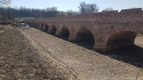 Historický unikát: Stavbaři obnovili most starý 400 let! Bude se po něm běžně chodit