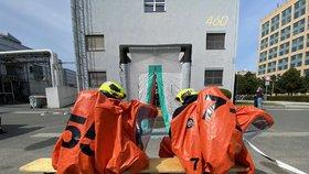 Poplach v Dolních Měcholupech! Podzemní laboratoře zaplavilo uniklé rozpouštědlo, zasahovali hasiči