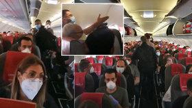 Smrtelné nebezpečí na palubě letadla? Cestování v době koronaviru rozzuřilo pasažéry doběla!