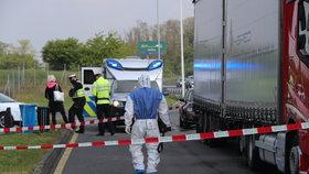 Kousek za Prahou zemřel řidič kamionu (†46): Příčinou úmrtí by mohl být koronavirus