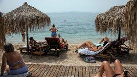Řecko otevřelo hotely pro turisty, povinné jsou rozestupy a dezinfekce. Pláže se plní