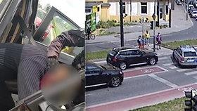 VIDEO: Zfetovaný se v kradeném bavoráku proháněl Prahou! Když zastavil na červenou, lapili ho policisté