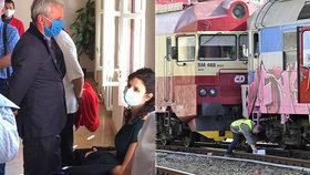 Srážka vlaků s 23 zraněnými: Strojvůdce má podmínku a opět řídí, vinen je i výpravčí