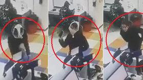 Ženu odmítli obsloužit bez roušky: Svlékla se a na obličej si dala kalhotky!