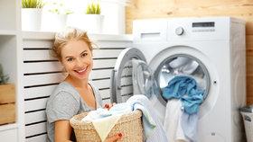 Jak mít dokonale čisté prádlo? Dejte do pračky míček, ubrousek nebo aspirin!