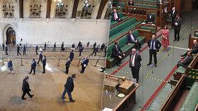 """Poslanci stáli ve frontě jak na nábytek. """"Je to fraška. Jsme pro smích,"""" běsní Britové"""