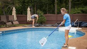 Kdy a jak čistit bazén? Velký návod krok za krokem!